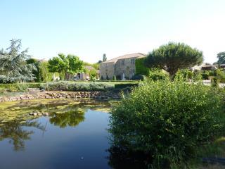 Gîte de charme dans parc floral de 1 hectare - Landevieille vacation rentals