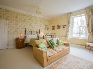 Fyfield Manor B and B Victorian Bedroom - Benson vacation rentals