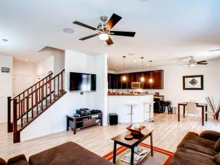 Upscale 3BR Phoenix Townhouse Near Golf Courses, Water Parks, & Downtown Phoenix! - Phoenix vacation rentals