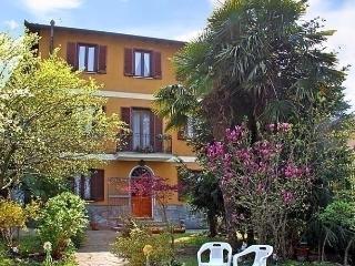 4 bedroom Apartment with Short Breaks Allowed in Lavena Ponte Tresa - Lavena Ponte Tresa vacation rentals