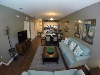 Rustic Decor - Lucaya 3Bed/2Ba townhouse! - Kissimmee vacation rentals
