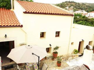 Bright House with Internet Access and Wireless Internet - Kasteli vacation rentals