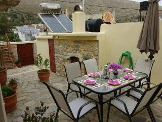 Bright House with Internet Access and Television - Kasteli vacation rentals