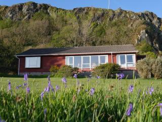 Atlantic Bay Cottage, Isle of Seil, Nr Oban - Isle of Seil vacation rentals