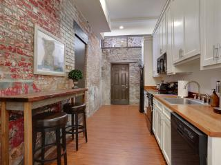 Garden District charm and character on Magazine st - New Orleans vacation rentals
