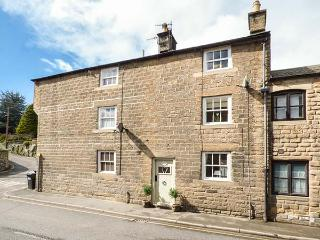 PROGRESS COTTAGE, Grade II listed, woodburner, pet-friendly, private patio, in Bakewell, Ref 926593 - Bakewell vacation rentals