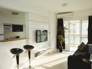 Beautiful apartment in the amazing condo, Reserva Jardim! - Barra de Guaratiba vacation rentals