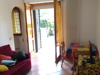 Lilium S H  Appartamento con giardino - Cerveteri vacation rentals