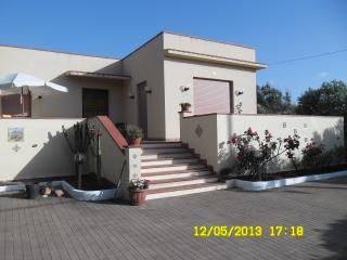 Cozy 3 bedroom Custonaci Villa with Long Term Rentals Allowed (over 1 Month) - Custonaci vacation rentals