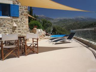 Bijzondere villa met zwembad en privacy - Kamilari vacation rentals