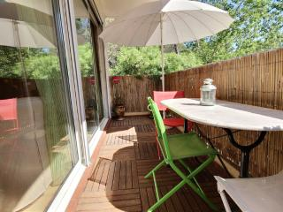 Charming Condo with Television and Central Heating - Montpellier vacation rentals