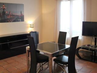 Great 42m², heart Marais, Beaubourg - Paris vacation rentals