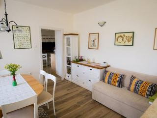 11201 Nicely furnished comfortable apartment for six - Linardici vacation rentals