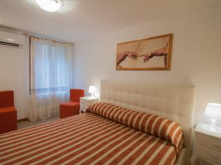 2960 Frari 2 Apartment Real Venice Centre 4 beds. - Venice vacation rentals