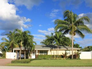 Cozy House with Dishwasher and Freezer - Jupiter vacation rentals