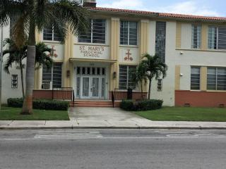 ROOM private wifi,cable,furnitured and ac - Coconut Grove vacation rentals