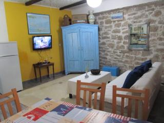 Comfortable 2 bedroom Apartment in Betina with Internet Access - Betina vacation rentals