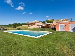 Nice Condo with Internet Access and Shared Outdoor Pool - Roussillon vacation rentals