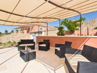 Nice Villa with Internet Access and Dishwasher - Roussillon vacation rentals