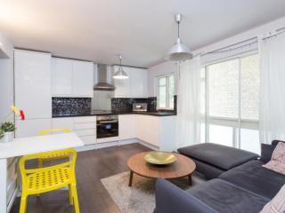 1 BR - Kensington Garden Square - London vacation rentals