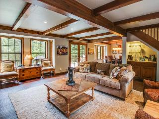 A private hot tub, deck & pool table, on the golf course! - Truckee vacation rentals