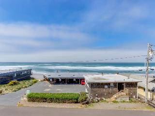 Oceanview condo; community amenities like shared pool & hot tub; walk to beach - Lincoln City vacation rentals
