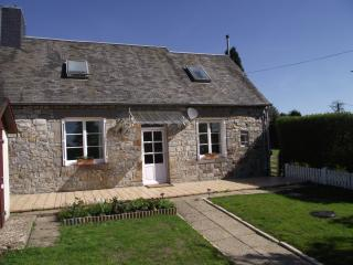 Nice 2 bedroom Mortain Cottage with Outdoor Dining Area - Mortain vacation rentals