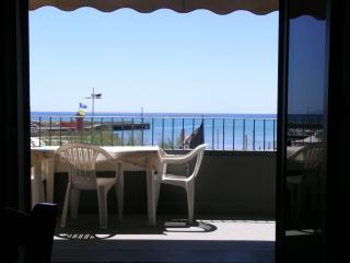 Toplage DIREKT am Strand im Zentrum - Castiglione Della Pescaia vacation rentals