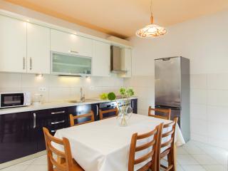 Amigo two-bedroom apartment with balcony - Split vacation rentals