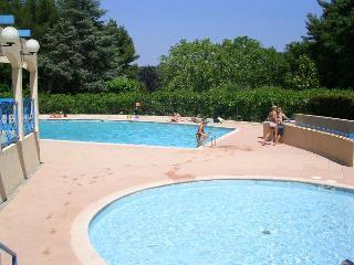 2P avec terrasse piscine près de la mer - Cannes vacation rentals