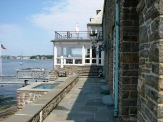 Stoneacre: Luxury & style await at this fantastic waterfront estate - Gloucester vacation rentals
