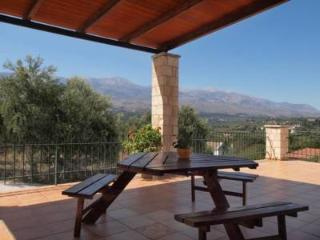 Villa Elia, Vrysses, 350 metres from the square - Georgioupolis vacation rentals