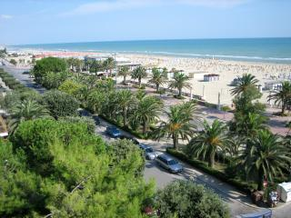 Sea front 2 Bedroom with community pool - Giulianova vacation rentals