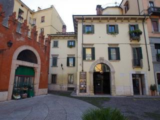 Casa Ferrari B&B Verona centro (Verona downtown) - Verona vacation rentals
