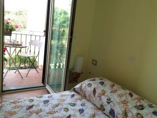 Il Borghetto, Casa Flora 2 persone + balconcino - Procida vacation rentals