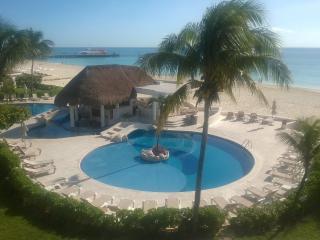 Beautiful 3 bedroom Playa del Carmen Condo with Internet Access - Playa del Carmen vacation rentals