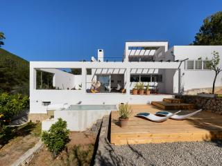 Perfect Villa in Ibiza Town with Parking, sleeps 6 - Ibiza Town vacation rentals