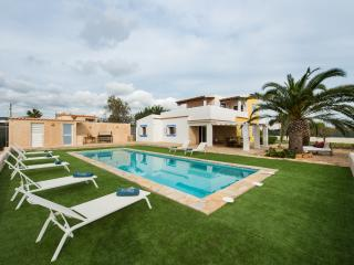 6 bedroom Villa with Internet Access in Sant Josep De Sa Talaia - Sant Josep De Sa Talaia vacation rentals