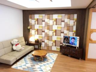 Lovely Condo with Internet Access and A/C - Seoul vacation rentals