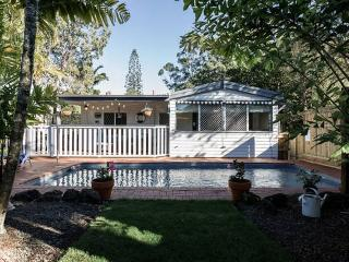 Surfers Paradise Beach Style Cottage - Southport vacation rentals