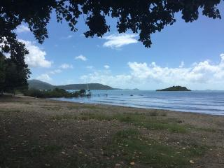 Spacious 3 bedroom / 2 bathroom townhouse - Cannonvale vacation rentals