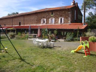 4 bedroom Guest house with Internet Access in Vernet-la-Varenne - Vernet-la-Varenne vacation rentals