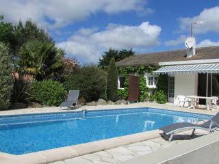 Maison de vacances avec piscine privée chauffée - Saint-Reverend vacation rentals