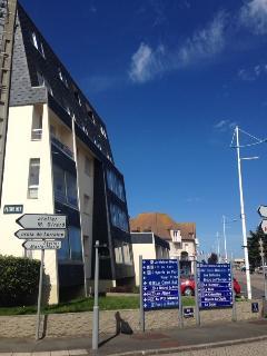 Studio avec balcon proche plage, port et commerces - Courseulles-sur-Mer vacation rentals