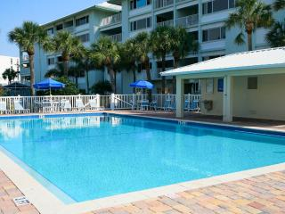 Siesta Key garden Studio 150 yards to the beach! - Siesta Key vacation rentals