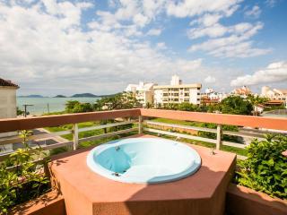 Apartamento de cobertura vista panorâmica da praia - Canasvieiras vacation rentals