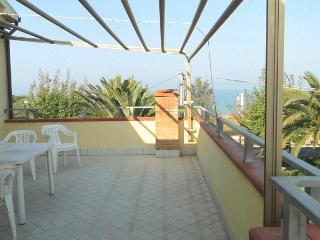 Attico fronte mare a Roseto - Roseto Degli Abruzzi vacation rentals