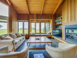 Near Walk On Beach w/private hot tub, shared pool, & ocean views, dogs OK! - Sea Ranch vacation rentals
