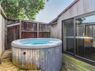 Near Walk On Beach w/private hot tub & ocean views, dogs OK! - Sea Ranch vacation rentals