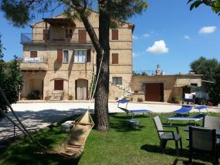 Agriturismo Galanti con vista mare (app. Dani) - Cossignano vacation rentals